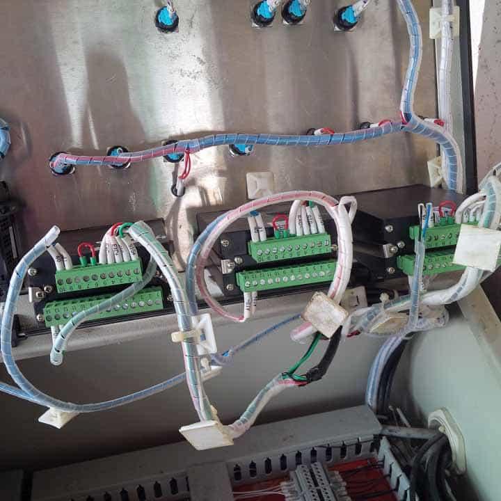 Tủ điều khiển sử dụng đầu cân PT650D (Mặt đấu nối jack cắm)